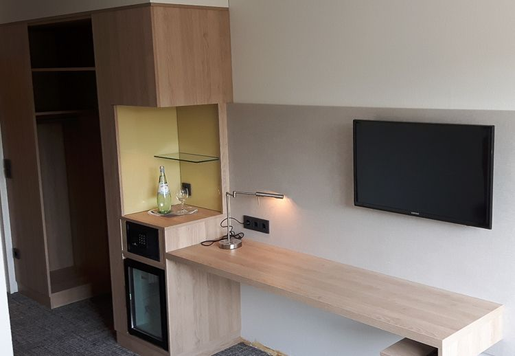 Hoteleonrichtung - Schreibtisch auf Zimmer