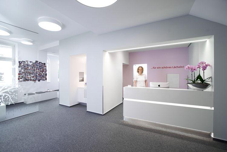 Möbelbau & Innenausbau - Empfangsbereich Zahnarzt